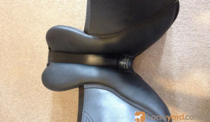 BRAND NEW Tekna jumping saddle- BLACK on HorseYard.com.au