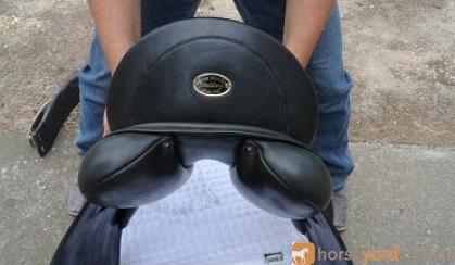 PH Peter Horobin Dressage Monoflap saddle on HorseYard.com.au