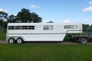 3/4 horse gooseneck with living  on HorseYard.com.au